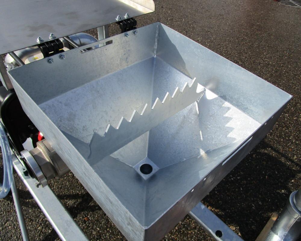 Funnel with underpressure (Venturi system)