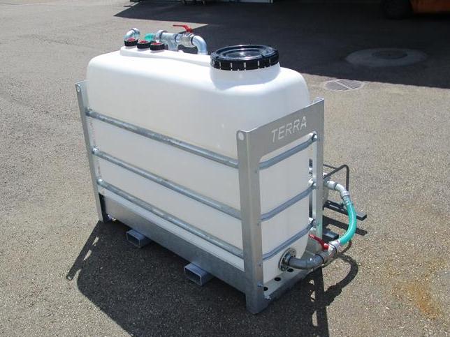 2000 ltr (550 gal)  or 2x2000 ltr (2x550 gal) tank with bottom flushing